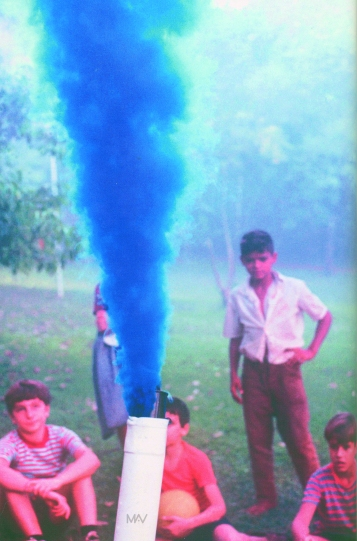 decio-noviello-happening-com-fumaca-colorida-manifestacao-do-corpo-a-terra-belo-horizonte-abril-de-1970