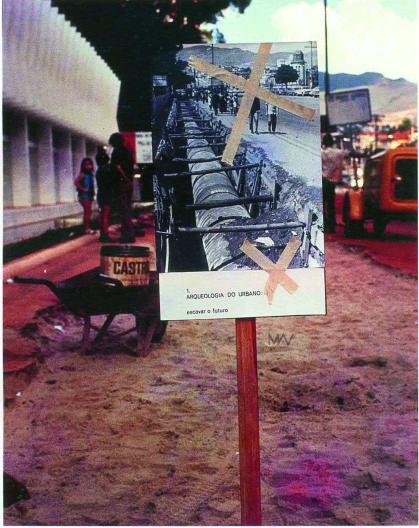 frederico-morais-arqueologia-do-urbano-escavar-o-futuro-quinze-licoes-sobre-arte-e-historia-da-arte-homenagem-e-equacoes-proposta-conceituai-com-foto-letreiro-e-paisagem-urbana-manifestacao-do